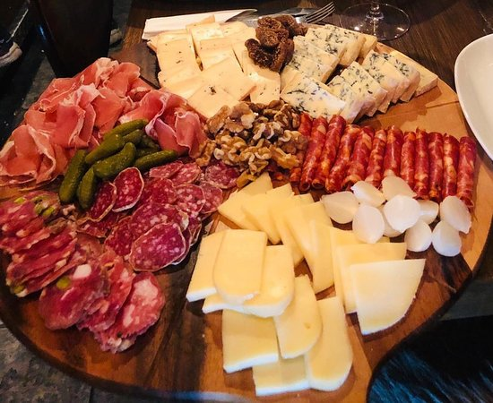 Waltham Forest, UK: Our delicious cheese and meat board