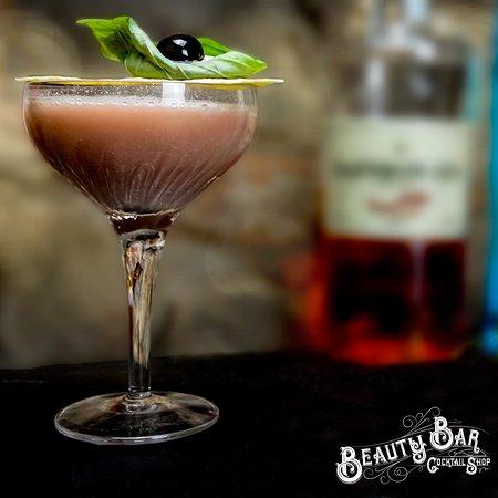 Cocktail bar Arona. Beauty bar dove il bere diventa arte