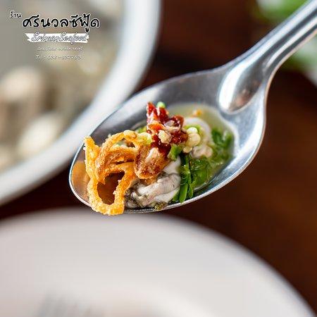 🌊#หอยนางรมสด (ตัวเล็กเฉพาะเนื้อ) #新鮮的牡蠣肉 [[ FRESH OYSTER MEAT WITH MIXTURE.]]  😎 เสริฟเน้นๆ เฉพาะเนื้อหอยนางรมสด เอาใจคนเลิฟหอยเนื้อ ✨👍🏻เสริฟพร้อมเครื่องเคียง ที่ต้องใส่ให้ครบ แล้วทานพร้อมกัน  😋รสชาติของเนื้อหอยสดๆ บวกกับเครื่องเคียง ทำให้เนื้อ มันหวานจนแทบละลายในปาก ฟินจนบรรยายไม่ถูก  เมื่อเริ่ม ใส่ปากหนึ่งตัว ทานเพลินจนหมด กินจนจุกก็ยอม ในความละมุนและความเข้ากัน ของเครื่องเคียงและเนื้อหอยนางรมสดๆ ไม่ชอบทานตัวใหญ่ ชอบทานพอดีคำ แนะนำเซทนี้เลยจ้า  💖😋 สอบถามข้อมูลเพิ่มเติม 038-237783