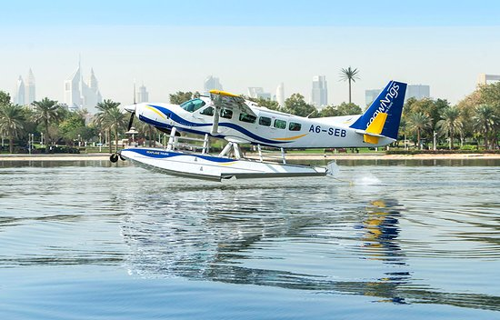 A breath-taking water take-off and landing