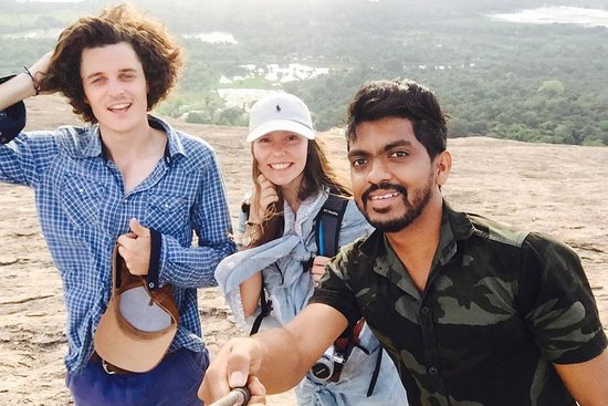 Ishaa Chauffeur & Guide Sri Lanka