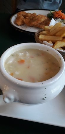 Union Hall, אירלנד: Seafood chowder.. Goujons in the background