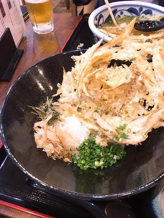 仕事で東横インに泊まっていたのですが昼ごはん大量に食べたので全くおなかすいてないという悪条件により中津のからあげを断念。あっさりしたものを食べようとのことで知人おすすめのうどんやさんへ。