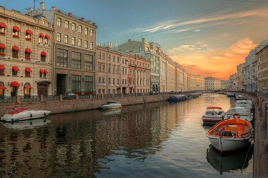 サンクトペテルブルク川と運河ボートクルーズ