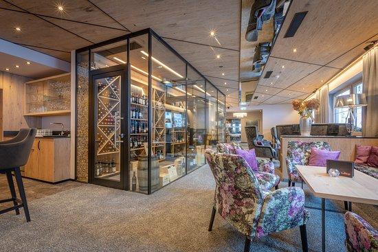Unser Weinschrank im Bar-/ Lobbybereich