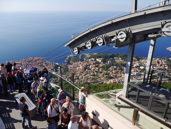 Queue to descend on cable car