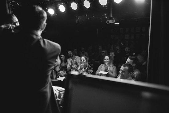 (Samedi) The Late Late Comedy & Magic Show @ Smoke & Mirrors