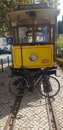 Sintra Municipality, Portugal: Old train that goes from Sintra to praia das maçãs