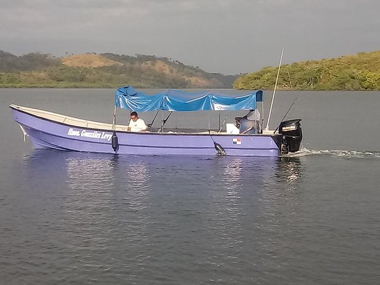 Capitan Chui's 27 ft Panga used for Inshore Fishing the Islands of Paridas, Gamez, Bolagnos, Secas & Ladrones. This is great for groups of friends & family.
