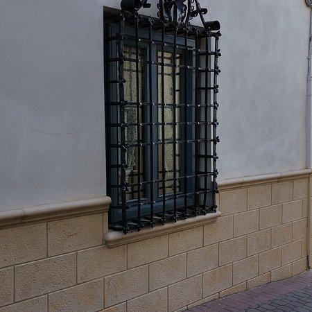 Iniesta, Испания: Plaza mayor y casona