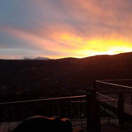De los atardeceres de ensueño,  desde el balcón  en  #LaMontañaHotel #RestauranteMirador  #Patate