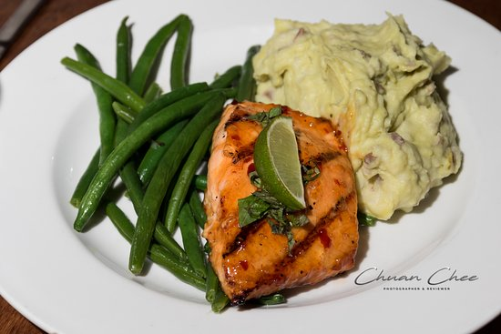 Sweet Chili Salmon 25 99 Grilled Salmon Glazed With A Sweet Chili Sauce Topped With Basil Lime Served With Green Beans Avocado Mashed Potato Picture Of Fresco S Restaurant Bar
