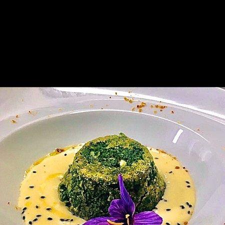 Sformato di Ortiche su fonduta di formaggella di Menconico e fiori di Zafferano .