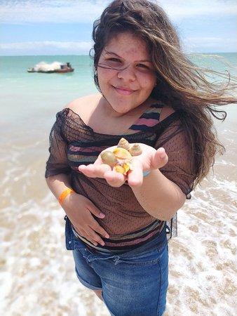 Milagres do Porto: As crianças se divertem com água limpa e natureza preservada.