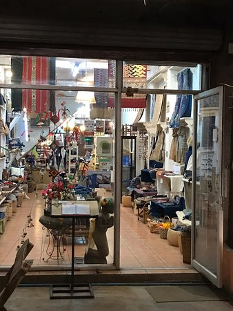 Best place for hand made objects and souvenirs in Vientiane