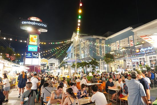 Marina Market at Central Marina​