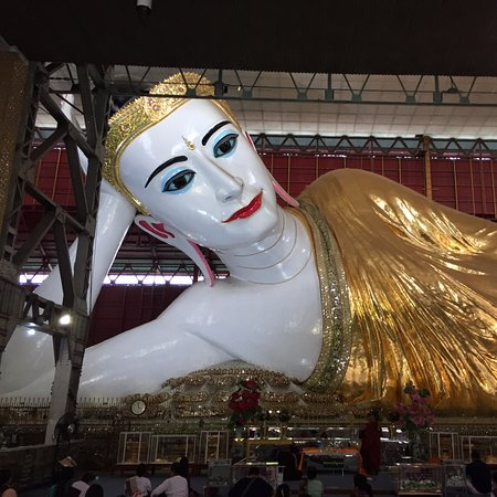 Patung Buddha yang besar