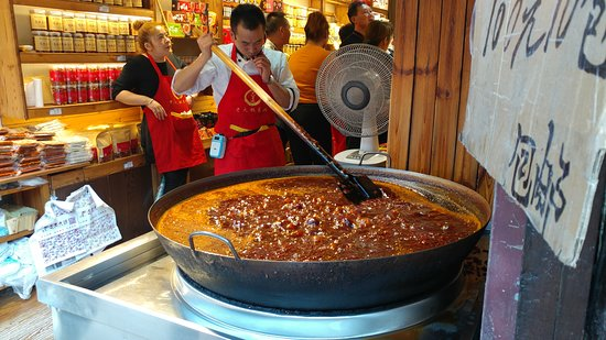 5-Day President No. 7 Yangtze River Luxury Cruise Tour from Yichang: Old City food vendor