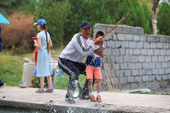 Таш-Дёбё, Киргизия: Гарантированный улов (рыбалка даже не для рыбаков)