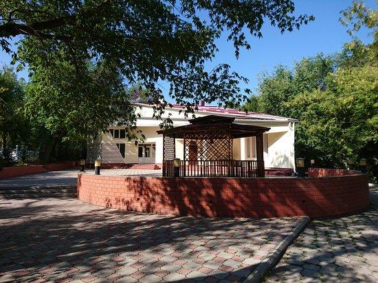 Таш-Дёбё, Киргизия: Гостиница рядом с рекой ''Ала-Арча'' с 4 номерами с необходимыми удобствами