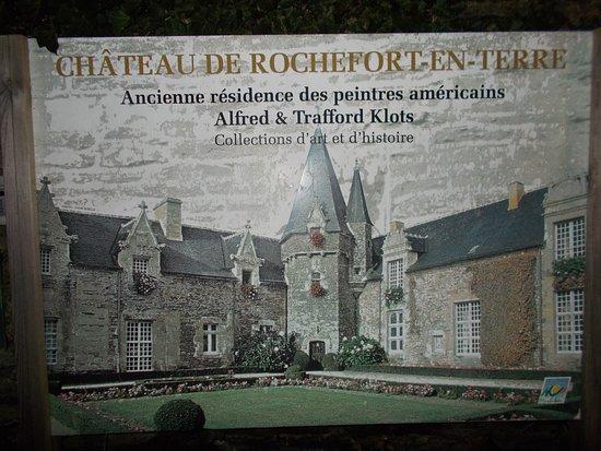Entrée du château de Rochefort en terre, écriteau