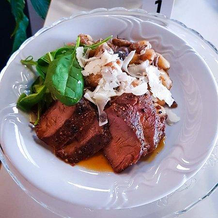 Hovězí svíčková a gnocchi s houbami | Beef tenderloin with mushroom gnocchi