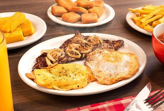 Receita tradicional brasileira com bife de gado e/ou frango grelhados e montados conforme sua preferência. Tudo à vontade! Prato e acompanhamentos.