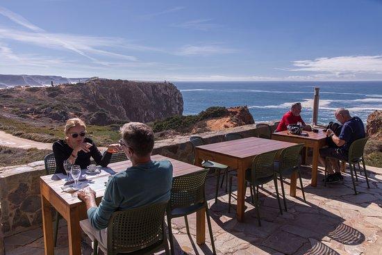 O Sitio do Forno : terrasse proche des falaises, le calme parfait.