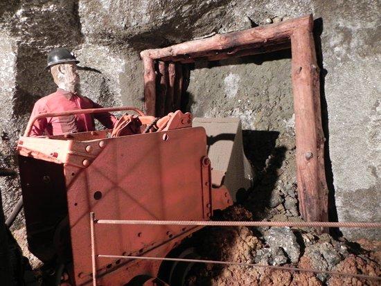 Scena del lavoro in miniera