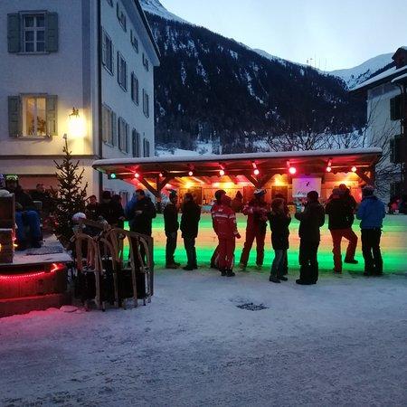 Bergun, Švajcarska: Eisbar Bergün good music with lots of drinks. Love Eisbärdrink