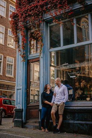 Stunning photoshoot in Amsterdam by Florencia Jadia Photography: Florencia Amsterdam Engagement Pictures