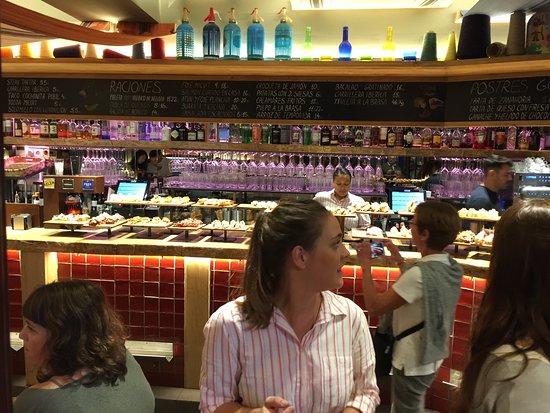 Ultimate San Sebastian Pintxos & Wine Tour (Evening): busy bars