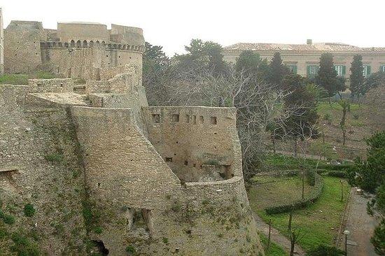 Crotone: entrée au musée archéologique et visite guidée du centre...