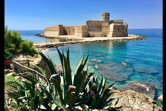 Le Castella & Capo Rizzuto: guided tour of the villages and journey...