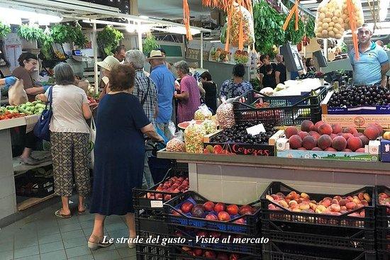 Lad os gå til San Benedetto marked i...