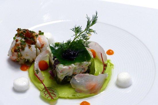 """Restaurant La Regence-Balavaud: Petit """"cubisme"""" autour de la mer,sphère de langoustine....."""
