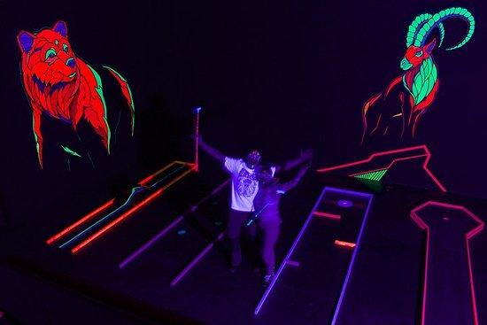 3D blacklightminigolf Interlaken