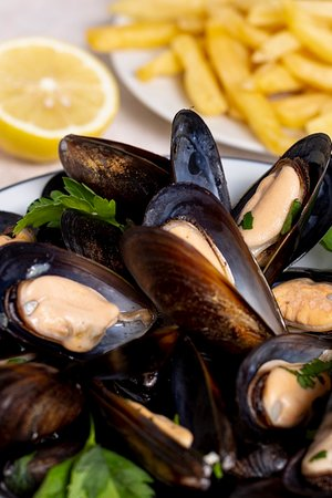 Fontenay-le-Fleury, France: Moules marinière ou à la crème Vendredi 10.01 Au Petit Colibri à Fontenay le Fleury