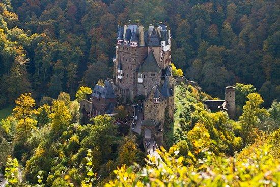 Landhaus vor Burg Eltz