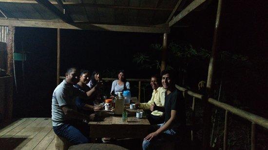 Madre de Dios Region, Peru: Aquí en la cena junto a nuestros pasajeros, en el primer Famtrip Rio Ponal  Créditos: Franklin Camala Lizaraso #PONAL #AVENTURA
