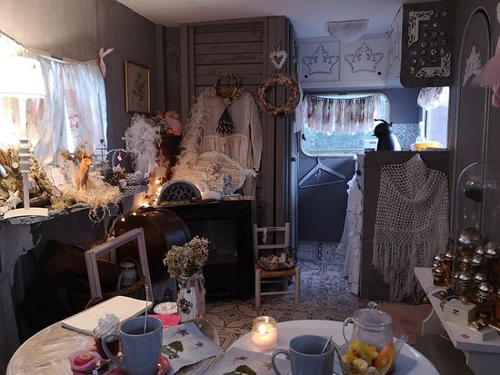 Coffee break in Shabby Caravan – fotografia