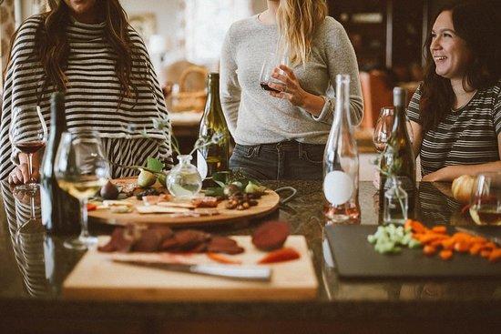Voyager dans le monde des saveurs: dégustation de fromages et de vins...