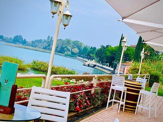 La terrazza Lounge Bar & Restaurant