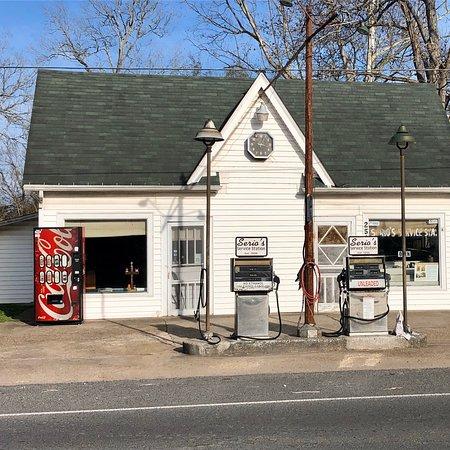 Serio's Service Station, Morganza, Louisiana