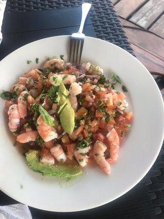 Deliciosa comida, con un muelle y parqueo para poder disfrutar de la comida, recomiendo el cebiche de camarón bien despachado y delicioso