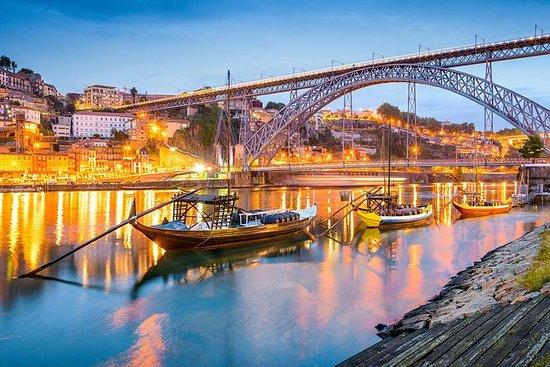 Apri la bellezza di Porto in 12 ore in un viaggio privato per un massimo di 3 persone Photo
