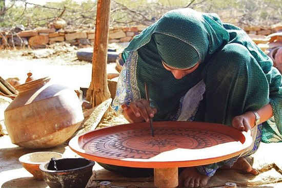 Indus Valley Pottery with Master Craftsmen صورة فوتوغرافية