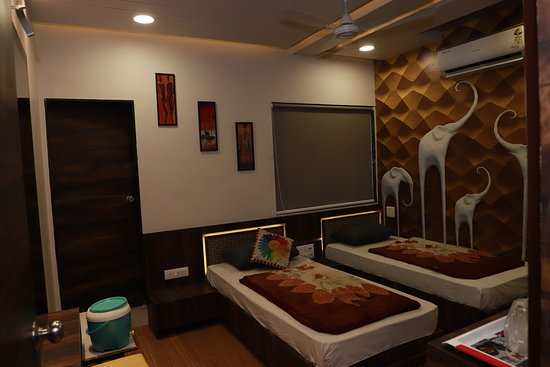 Amreli, India: Royal AC Room