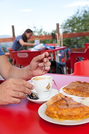 El Acebo de San Miguel, Испания: Organic coffee and Homemade Spanish Tortilla