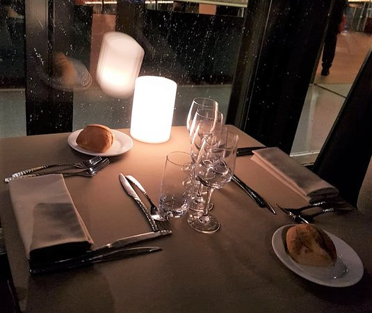 Bateaux Parisiens Seine River Gourmet Dinner & Sightseeing Cruise: Table setting